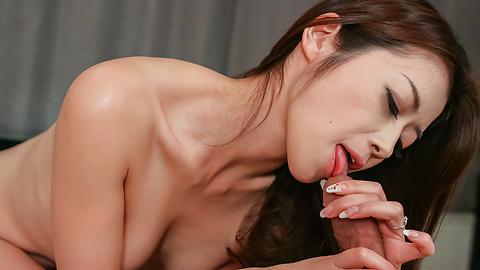 Maki Hojo - Maki Hojo masturbates like no other japanese milfs  - Picture 4