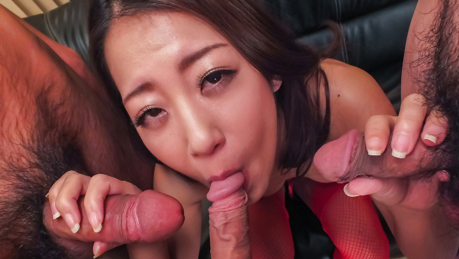 Beautiful MILF Satomi Suzuki has japanese blowjobs for all
