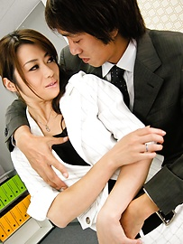 Maki Hojo - Amateur Maki Hojo first time porn at the office  - Picture 5