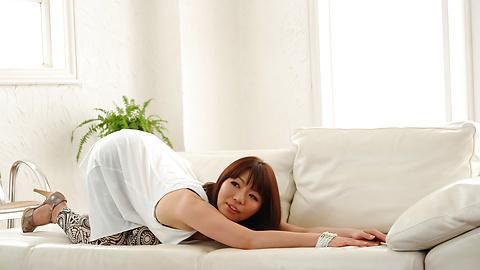 Izumi Manaka - Sexy MILF Izumi Manaka in asian blowjob movies gets fucked - Picture 3