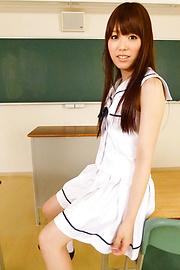 Moe Sakura - Amatir remaja asian Moe Sakura rides cock in POV - gambar 3