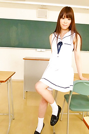 Moe Sakura - Amatir remaja asian Moe Sakura rides cock in POV - gambar 5