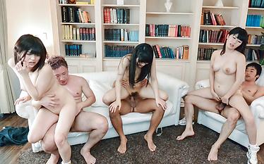 半裸シェアハウス~朝のグループファック~