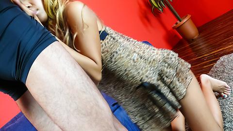 Runa Anzai - Blonde Runa Anzai giving top asian blowjob in threesome - 圖片1