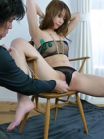 Rika Aiba - Two guys get a japan blow job from MILF Rika Aiba - Picture 4