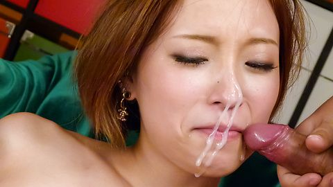 Girl ends quality porn play with serious facial