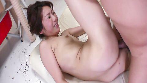 Asian milf Mizuki Tsukamoto ridea on a big cock