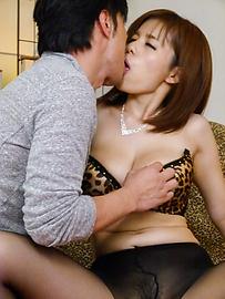 Airu Oshima - パンスト直穿き爆乳美女~引退フェラ - Picture 1