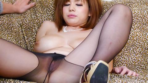 Airu Oshima - パンスト直穿き爆乳美女~引退フェラ - Picture 8