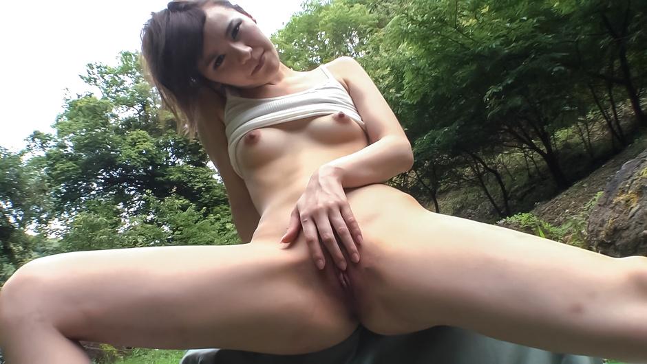 Smashing outdoor Asian porn with cock sucking Yui Uehara