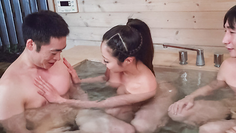 Mimi Aku - Japanese blowjob in the sauna with Mimi Aku - Picture 3