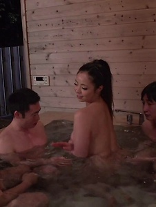 Mimi Aku - Japanese blowjob in the sauna with Mimi Aku - Screenshot 2