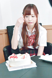 真野優莉亞 - 生ハメ大好き! 制服女子校生真野ゆりあ - Picture 1