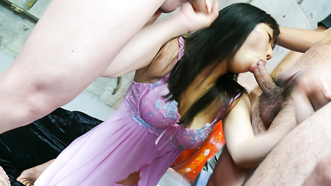 Chiharu - Chiharu เอเชีย blowjob ให้กับหลายๆคน -  8 รูปภาพ
