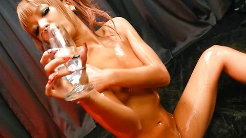 Kyoko - Kyoko น้ำมันขึ้นและ masturbates ในวิดีโอสมัครเล่นเอเชีย -  11 รูปภาพ