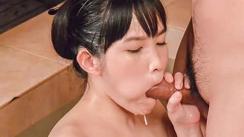 Asian blowjobs along skinny babe Yui Kasugano