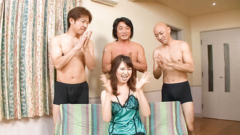 Naho Kojima - 日本少女口交與Naho Kojima在亂搞 - 圖片1