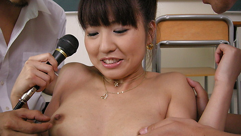 Misato Kuninaka - Dua ayam bercinta dengan Misato Kuninaka - gambar 4