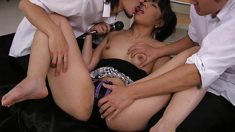 Misato Kuninaka - Dua ayam bercinta dengan Misato Kuninaka - gambar 7