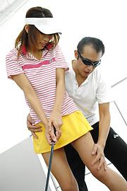 Ren Ito - Ren在高爾夫風景結束了迪克她的陰道 - 圖片2