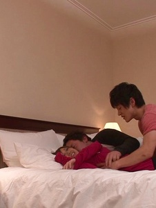 Kaorii - สาวเอเชียให้ blowjob ใน Threesome สกปรกไหม -  2 รูปภาพหน้าจอ