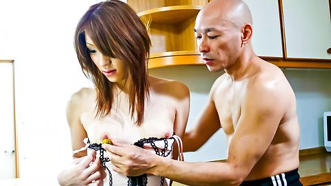 Powerful vibrators make Nana Kinoshita's asian pussy cum