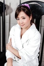 Mizuki Ogawa - 令人印象深刻的亚洲打击工作与性感水木小川 - 图片 2