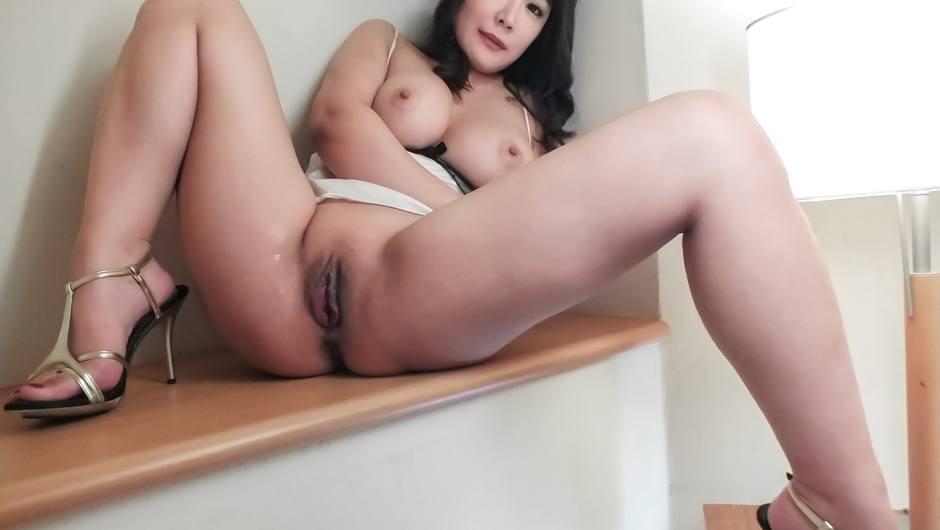 Hinata Komine likes to play naughty and hard