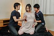Naomi Sugawara takes double penetration in a gang bang Photo 1