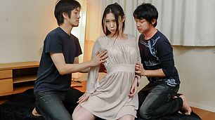 Naomi Sugawara takes double penetration in a gang bang