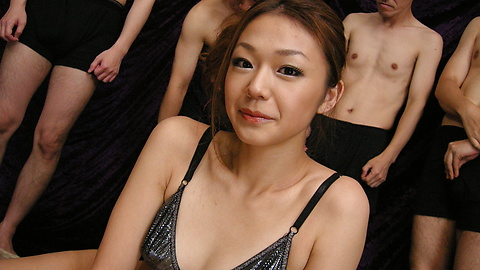 Sakura Hirota - 難以置信的性愛與Sakura Hirota離開她的creampied - 圖片1