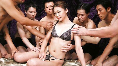 Sakura Hirota - Wild gang go fucking crazy on cum covered Hirota Sakura - Picture 2