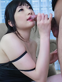 Arisa Nakano - Arisa Nakano on her knees to give an amateur asian blowjob - Picture 7