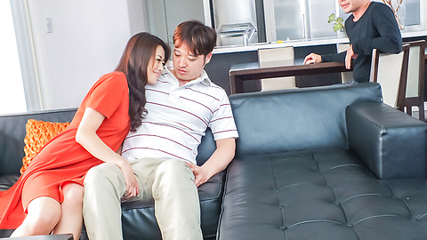 Maki Hojo - Horny Maki Hojo wants a creampie in her milf asian pussy - Picture 3