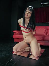 Nozomi Aiuchi - Nozomi Aiuchi rides a dildo in japanese bondage rope - Picture 4