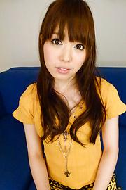 Moe Sakura - โม Sakura ให้พวกญี่ปุ่น blowjob ในขณะที่ masturbating -  2 รูปภาพ
