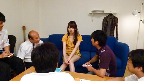 Moe Sakura - โม Sakura ให้พวกญี่ปุ่น blowjob ในขณะที่ masturbating -  8 รูปภาพ