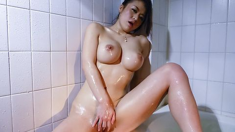 Kaede Niiyama Asian milf masturbates in the shower