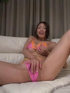 Reiko Kobayakawa - Busty woman amazes with a double Japanese blowjob  - Screenshot 1