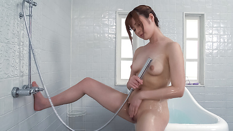 Yumi Maeda - Peachy tits doll uses Japanese vibrator in the tub  - Picture 8