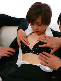 Akina Hara - Akina Hara's hairy pussy creamed after an asian blowjob - Picture 1