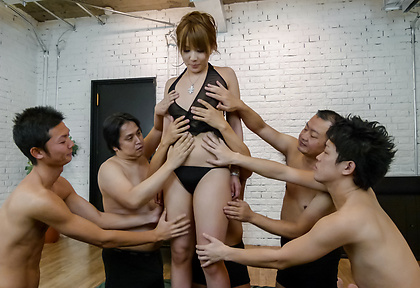 Rinka Aiuchi receives pleasure over her hairy pussy