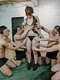 Rinka Aiuchi - Gang bang with a japanese dildo and Rinka Aiuchi - Picture 1