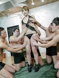 Rinka Aiuchi - Gang bang with a japanese dildo and Rinka Aiuchi - Picture 3
