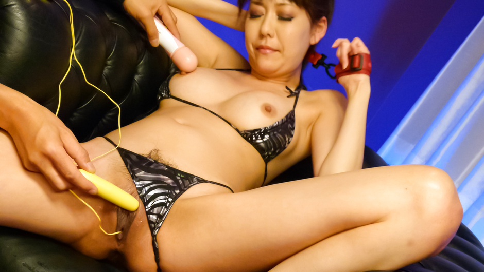 Akari Minamino has an asian big dildo fucking her japan porn xxx JAV HD