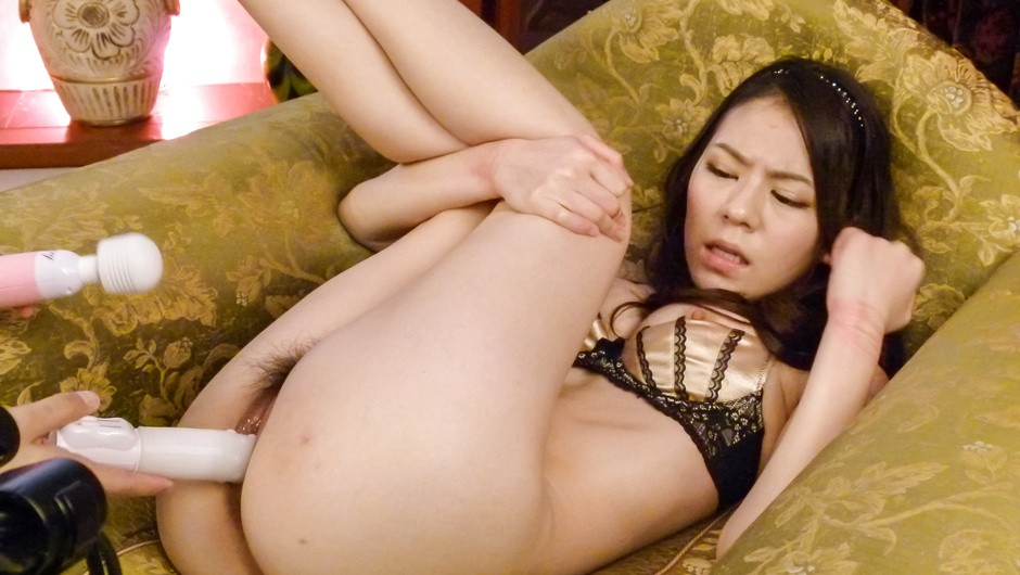 Strong stimulation for Kei Akanishi's hairy Asian pussy