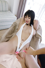 Megumi Haruka - Curvy Megumi Haruka cums from a japanese fingering and toy fucking - Picture 6