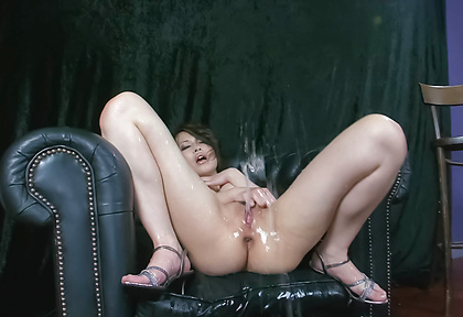 Horny MILF Saki Ootsuka Squirts From Vibrations