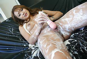 Soapy asian amateur Luna gets herself off