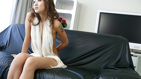 Luna - Soapy asian amateur Luna gets herself off - Picture 10